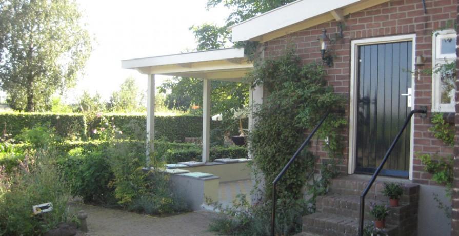 Veranda Wadenoijen veranda vanaf tuinpad