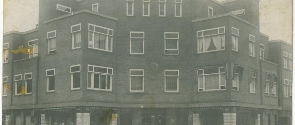 Dit woonhuis is de afgelopen paar jaar in enkele stappen aangepakt. De woning (1928) is gelegen op een markant punt van een bouwblok – onderdeel van beschermd stadsgezicht – in de Haagse wijk Benoordenhout.